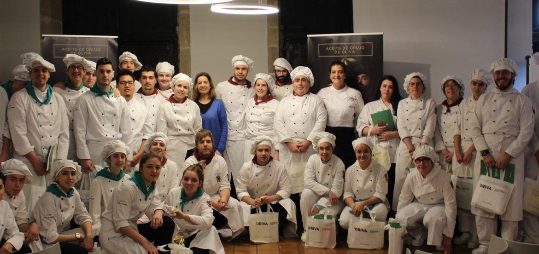 Alumnos del CIFP Camino de Santiago, cocinando con Aceite de Orujo de Oliva- ORIVA.
