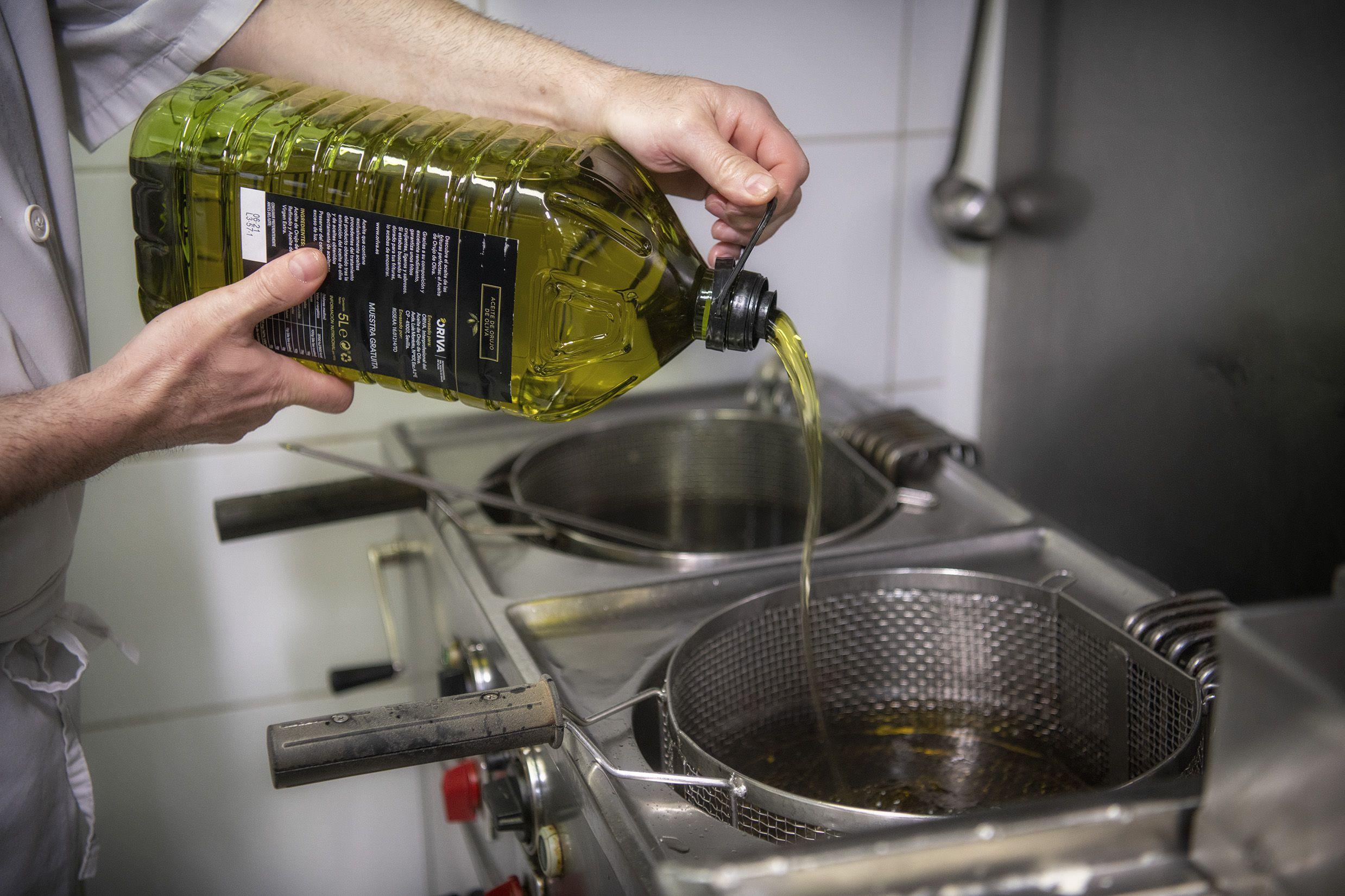 190.000 litros de Aceite de Orujo de Oliva para ayudar a la hostelería